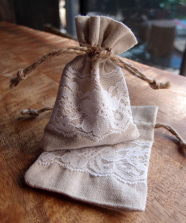 "Linen Bags with Lace - 3"" x 4"""
