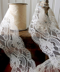 "Ivory Chantilly Lace Trim Runner - 4"" x 10Y"