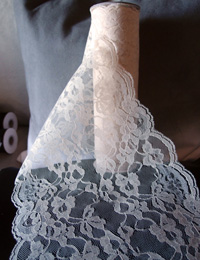 "Ivory Chantilly Lace Runner - 14"" x 10Y"