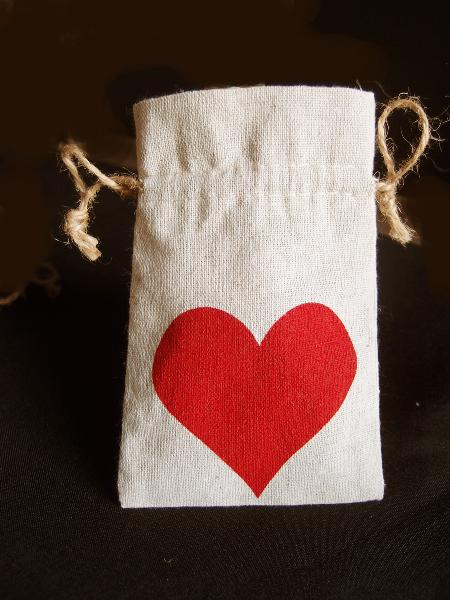 "Linen Bag with Red Heart Print 4x6 - 4""W x 6""H"