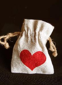 "Linen Bag with Red Heart Print 3x4 - 3""W x 4""H"