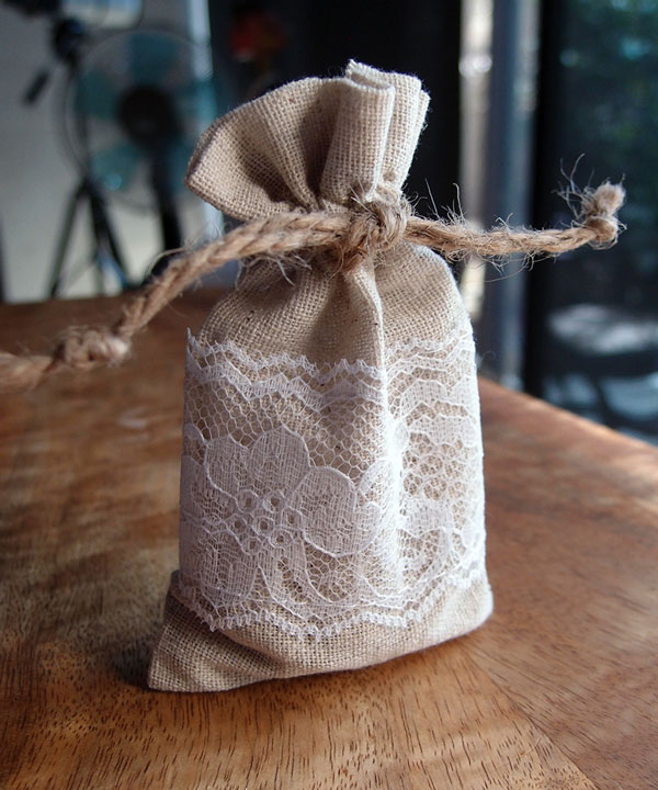 "Linen Bags with Lace - 3"" x 5"""