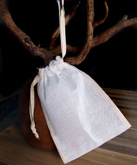 "Natural Muslin Bags with Ivory Serged Edge - 4"" x 6"""